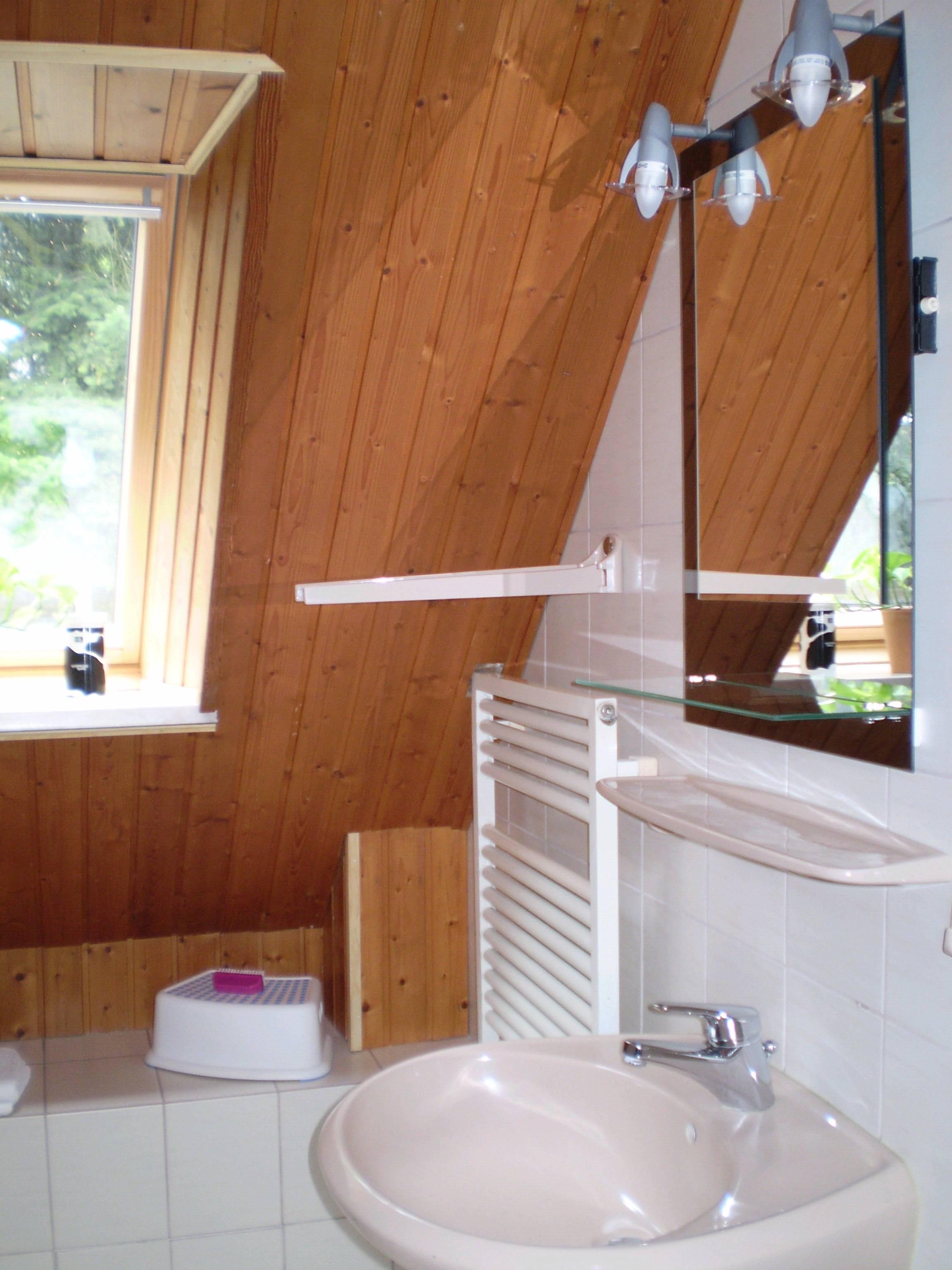 Waschtisch und Heizung