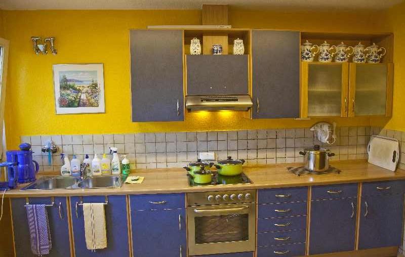 Moderne Einbauküche im Obergeschoss